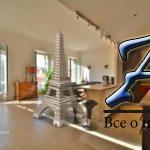 Ницца, 4-комнатная квартира сбалконом, впаре метров отНабережной